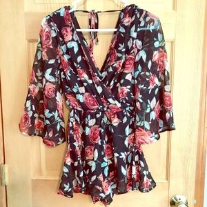 NWOT Navy Floral Romper Size XS Band of Gypsies